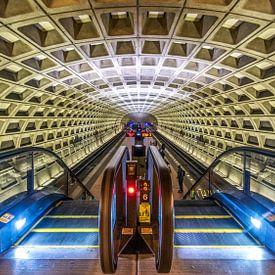 De futuristische architectuur van de Washington DC Metro (kleur) van Arjan Schalken