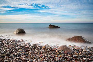 Stones on shore of the Baltic Sea in Elmenhorst, Germany van Rico Ködder