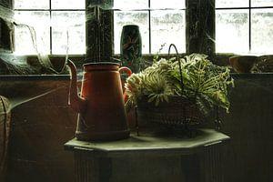 Een paar verlaten spullen in een verlaten huis