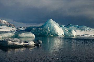 Paysage de l'Islande. Jökulsárlón, la plage de diamants et le glacier Vatnajökull sur Gert Hilbink