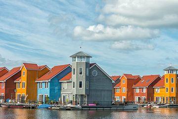 Farbige Häuser auf dem Wasser von Richard van der Woude