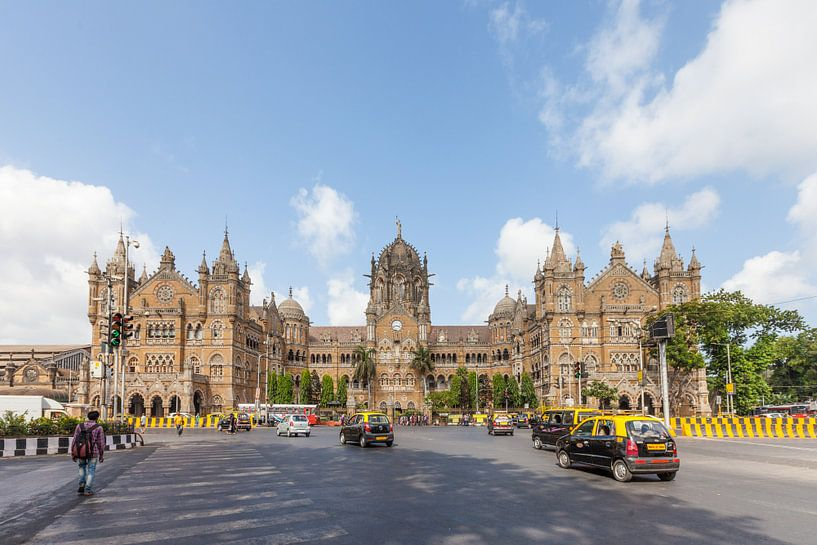 Chhatrapati Shivaji Terminus in Mumbai van Jan Schuler