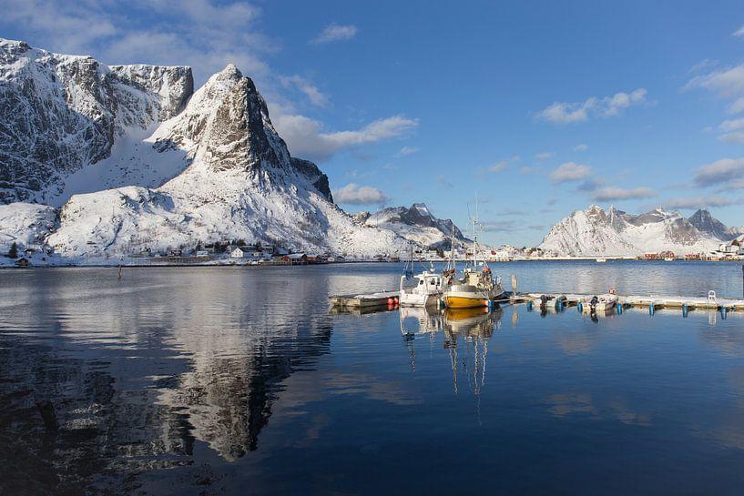 Yellow boat van Babs Boelens
