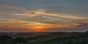 Zonsondergang over een duinlandschap van Michel Knikker