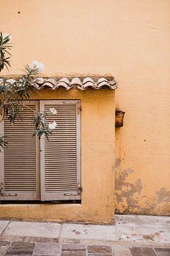 Oude muur in Saint-Tropez