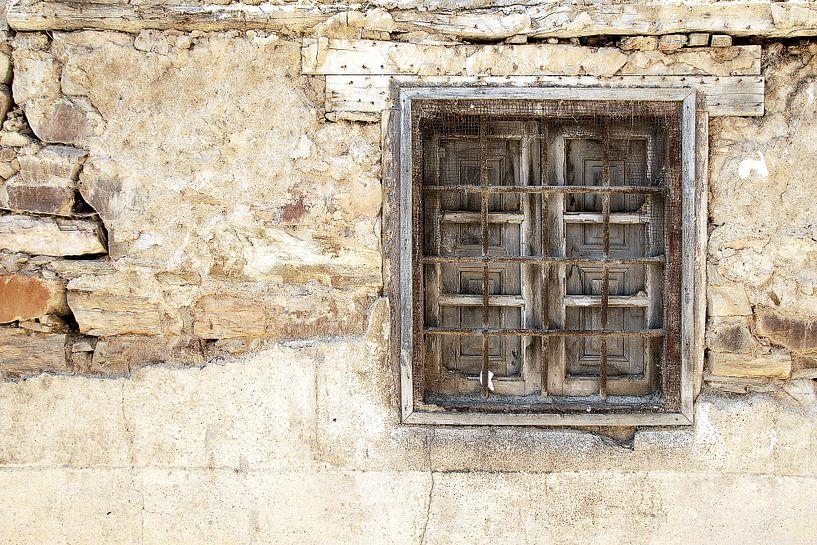 Vervallen raam van Sigrid Klop