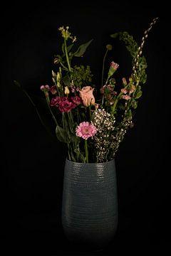 Stillleben Vase mit Blumen von Marjolein van Middelkoop