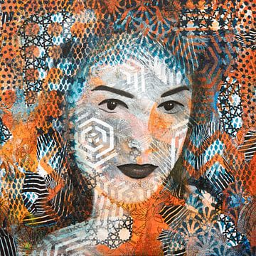 Porträtfrau mit abstrakten Mustern von Lida Bruinen