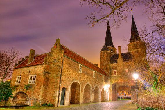 Delft Oosterpoort in de avond van Dexter Reijsmeijer