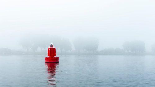 Rode boei in de mist