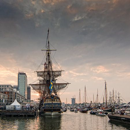 Das goldene Zeitalter, Sonnenuntergang bei hohen Schiff Götheborg. Sail Amsterdam 2015 (Niederlande) von Hans Brinkel