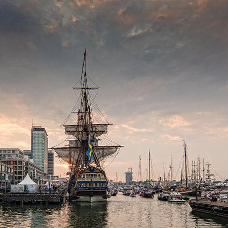 De Gouden Eeuw, zonsondergang met de  tall ship Götheborg. Sail Amsterdam 2015
