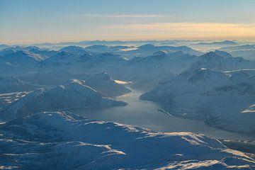 Vue aérienne sur le paysage d'hiver  dans le nord de la Norvège sur Sjoerd van der Wal