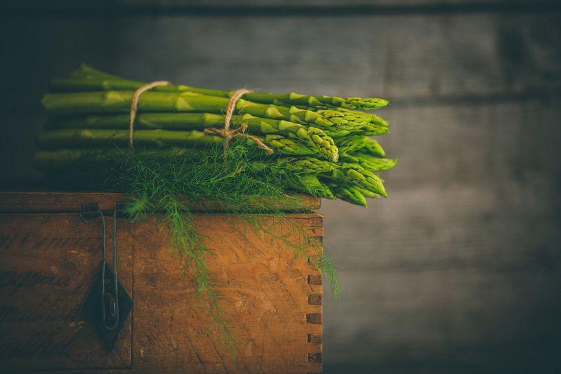 Een bosje asperges van Regina Steudte | photoGina