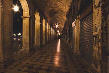 Venetie: druk overdag en in de avond sereen. van Sjoerd Grassere