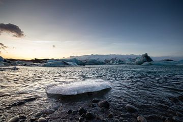 IJsrots in Jökulsárlón gletsjermeer van