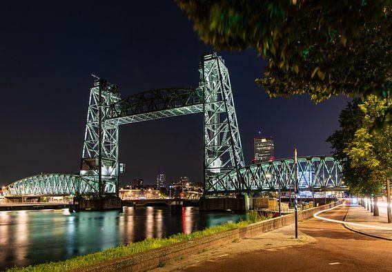 De Hef in Rotterdam in de avond