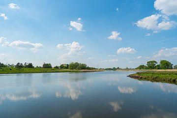Das Wasser findet immer seinen Weg durch die Natur von Matthias Korn