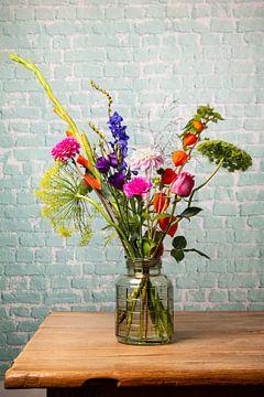 Modernes Feldblumenstillleben von Beeldpracht by Maaike