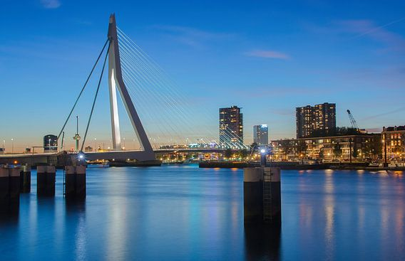 Rotterdam blue hour van  Ilya Korzelius