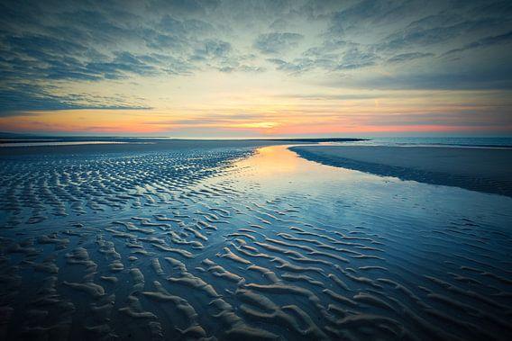 vergezicht over strand en de Noordzee