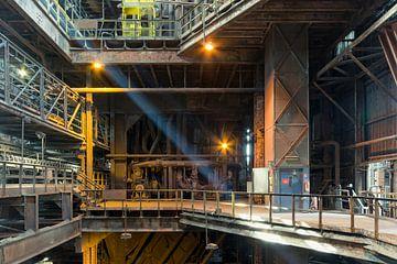 Licht in Fabriekshal van Perry Wiertz
