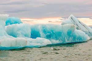 IJsschotsen in ijsmeerJökulsárlón in IJsland