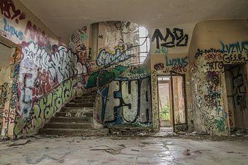 Urbex trappenhuis op legerbasis van Sasja van der Grinten