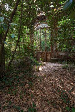 The Greenhouse 3 van Kirsten Scholten