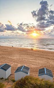 Zonsondergang op het strand van de Koog op Texel / Sunset in de Koog on Texel beach von