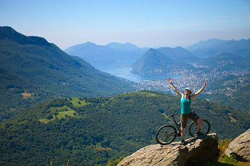 Mountainbiker im Tessin, Schweiz von