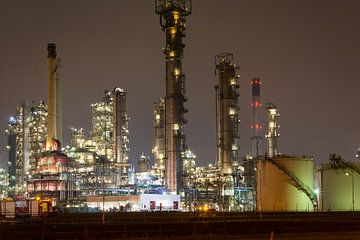 Petrochemische Landschaft bei Nacht von Menno van der Haven