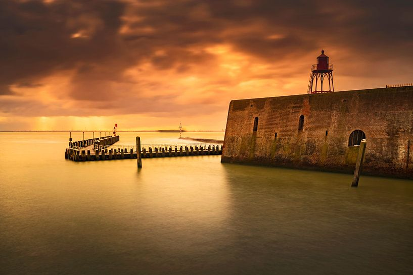 Hollandse wolkenlucht boven de haven van Vlissingen aan de Zeeuwse kust van gaps photography