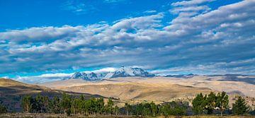Prachtige wolkenlucht, landschap, Heilige vallei, Peru van Rietje Bulthuis