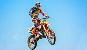Over The Top [Crossmotor in de lucht] van Moo pix