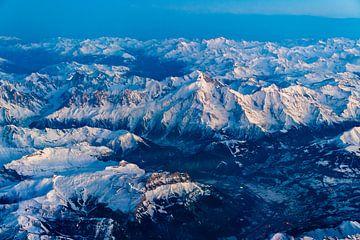 Der Mont Blanc  in der Abenddämmerung von Denis Feiner