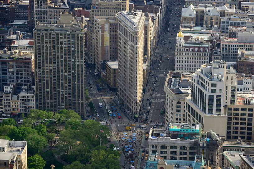 Uitzicht over Manhattan New York met Flatiron Building van Merijn van der Vliet