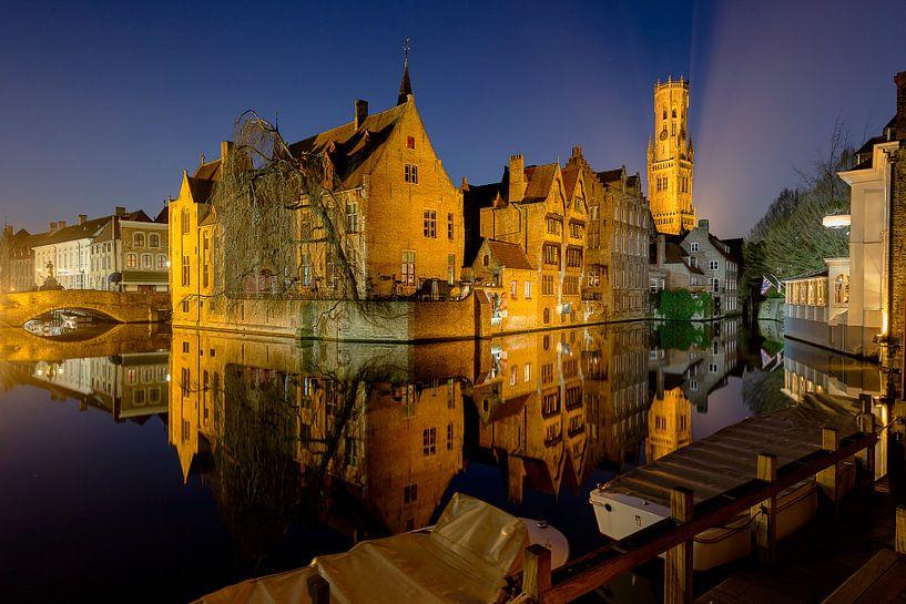 de rozenhoedkaai in Brugge, Belgie van Fotografie Krist / Top Foto Vlaanderen