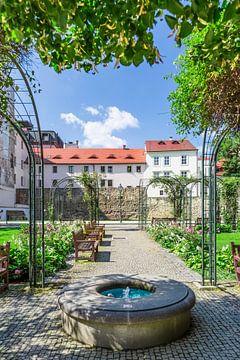 PILSEN Krizik tuin met de oude stadsmuur  van Melanie Viola