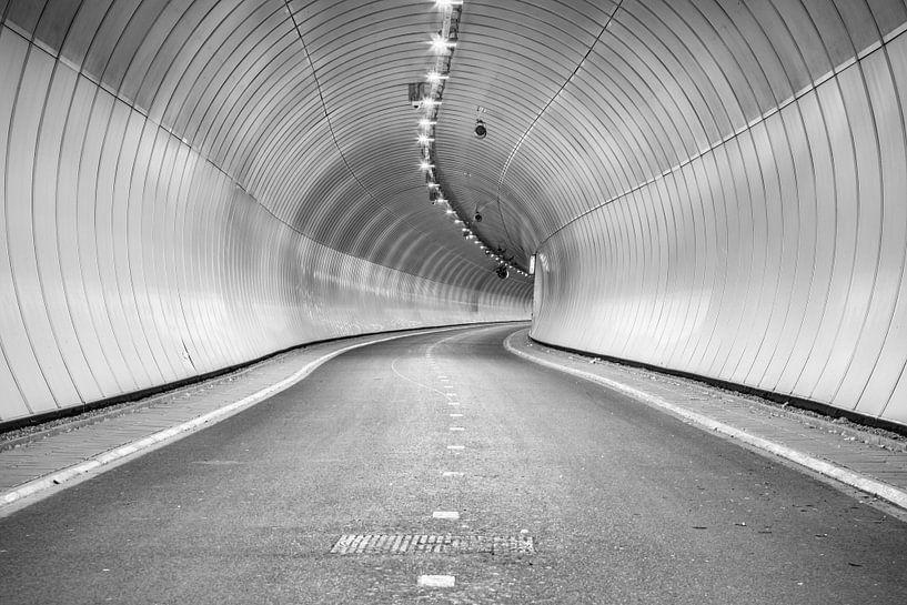 Heinenoord bicycle tunnel underneath de Oude Maas sur Jan van der Vlies