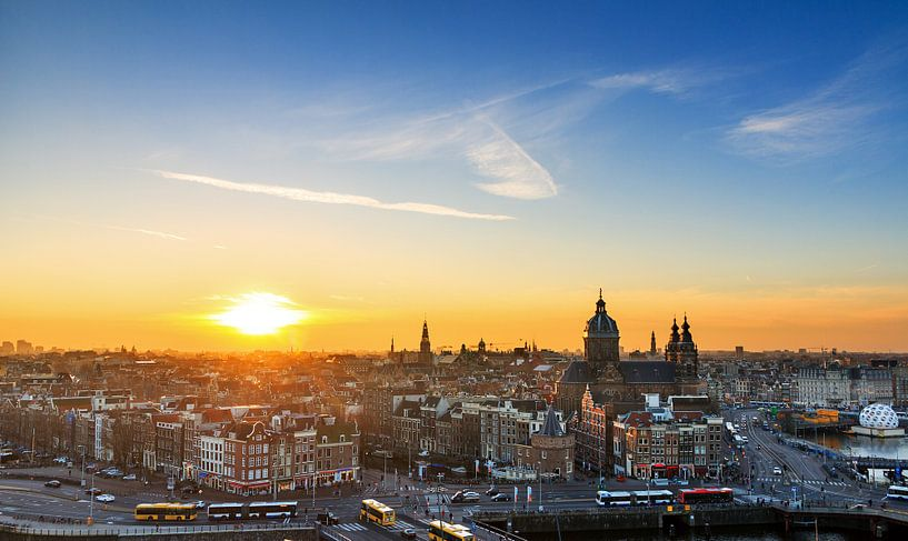 Amsterdam skyline zonsondergang van Dennis van de Water