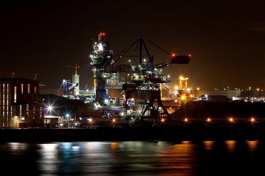 Nachtelijke industrie in de Haven van Guido Akster