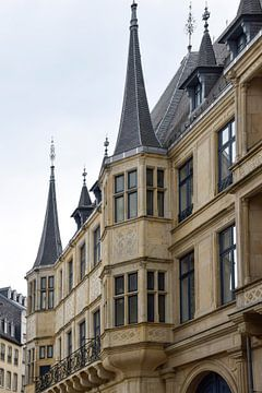 Gebäudearchitektur im historischen Zentrum Luxemburgs von Tessa Selleslaghs
