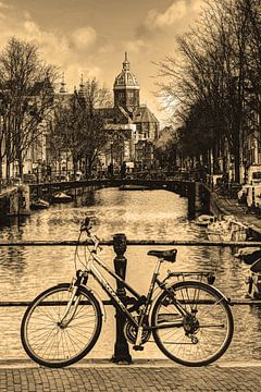 Innenstadt von Amsterdam in der Winter-Sepia von Hendrik-Jan Kornelis