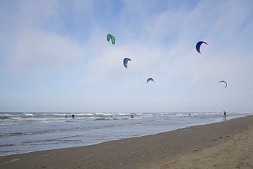 Kitesurfen in zee van