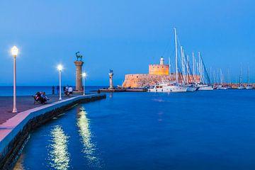 Mandraki-Hafen auf der Insel Rhodos von Werner Dieterich