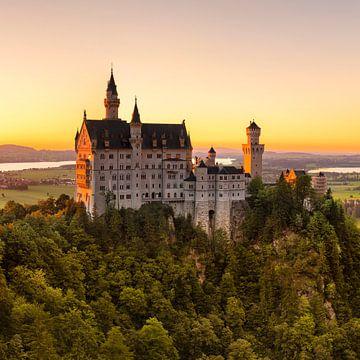 Schloss Neuschwanstein bei Sonnenuntergang, Allgäu, Bayern, Deutschland von Markus Lange