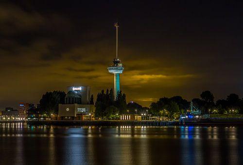 De Euromast in Rotterdam in de nacht