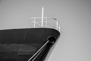 Boeg van een Coaster in de haven afgemeerd. van scheepskijkerhavenfotografie