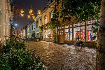 Abendaufnahme von der Lievevrouwestraat in Bergen op Zoom von Rick van Geel